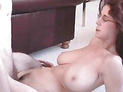 خال کوبی بر سکس لباس ساتن روی قفسه سینه, چهره و زبان