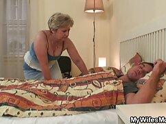 Anka را تکان داد آلت تناسلی مرد و باز گسترده پاهای او را لباس تور سکسی